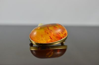Antique 9Carat Gold Amber Brooch with Natural Inclusions.