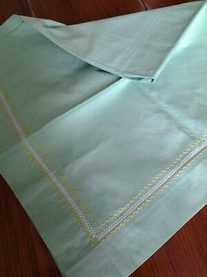Vintage table cloth green 33 inches square picnic