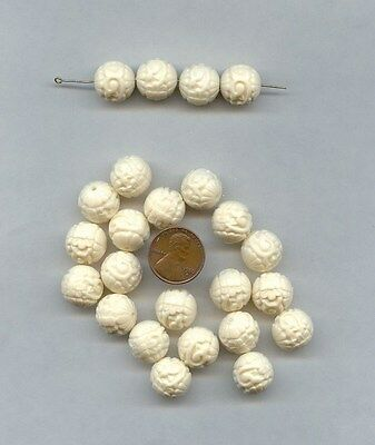 18 VINTAGE CREAM VICTORIAN CARVED FLORAL ACRYLIC 14mm. ROUND BEADS 4230