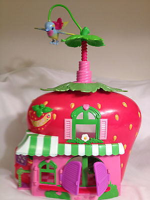 Strawberry shortcake berry house with twirling bird.