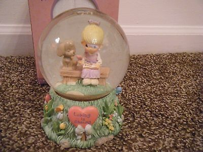 PRECIOUS MOMENTS Vintage 1999 MUSICAL WATERBALL Waterglobe Puppy Love Sharing
