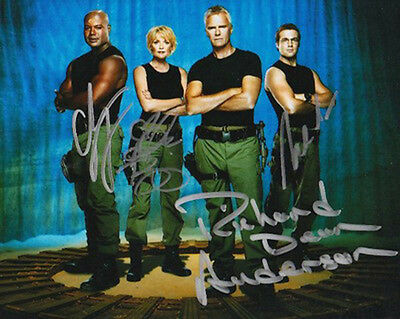 *NOW ON SALE*  STARGATE Cast-signed photograph (63375)