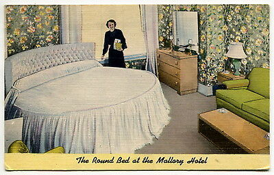 """1955 Vintage Linen Postcard: """"THE ROUND BED OF MALLORY HOTEL"""" [Portland, OR]"""