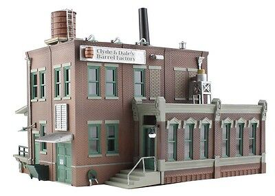 Woodland Scenics BR4924 N Clyde & Dale's Barrel Factory Structure  Built-&-Ready