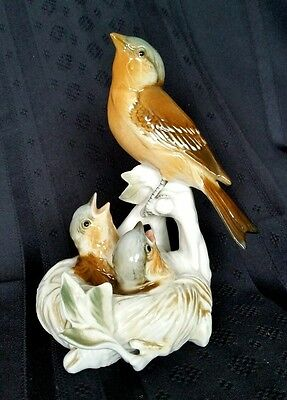 Karl Ens Porcelain Mother Thrush with Chicks Baby Birds in a Nest   D1