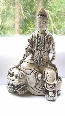 ANTIQUE CHINESE FINE PORCELAIN BLANK de CHINE QUAN-YIN SEATED ON FOO-LION STATUE