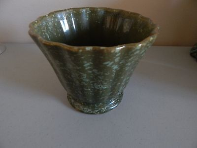 """Vintage BRUSH USA Pottery Ruffled Rim Planter - Speckled Green 4 1/2"""" Tall"""