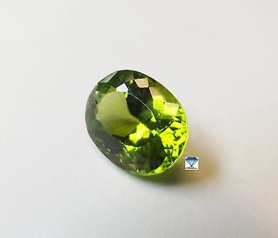 1x Peridot - Oval facettiert 9,39ct. 14,8x11,5x7,9mm (2450Y)