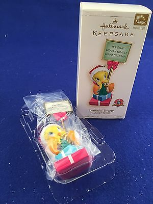 2006 Hallmark Ornament Twuthful Tweety Looney Tunes Lights up NIB