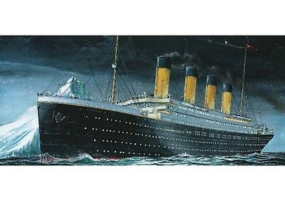 Revell Germany 05804 1/1200 Scale RMS Titanic Plastic Model Kit