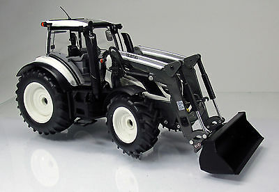 Wiking 077815 Trakor Valtra T174 mit Frontlader -   Scale 1/32