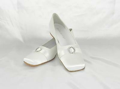 AUTHENTIC Shelley George Daisy White NEW Bridal Shoes SIze 7 RETURN POLICY