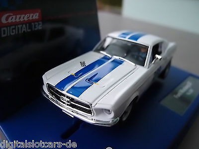 Carrera Digital 132 30669 Ford Mustang GT 1967 LICHT USA only