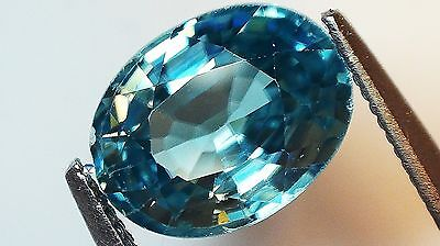 1x Zirkon -  Blau Oval facettiert 2,89ct. VS 6,9x9,1x4,4mm (1796)