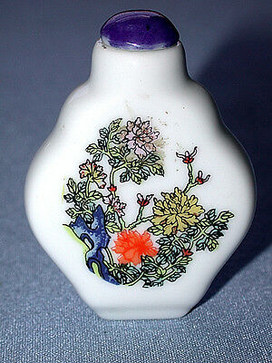 Beautiful Antique Chinese Snuff Bottle With Spoon Cap