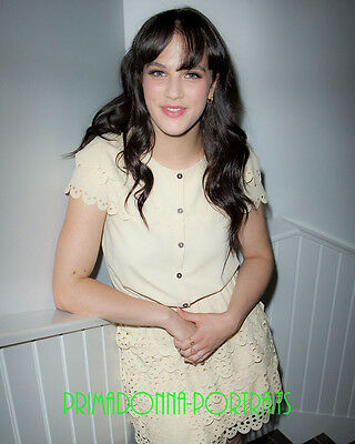 "JESSICA BROWN FINDLAY 8X10 Lab Photo Adorable ""DOWNTON ABBEY"" Actress Portrait"