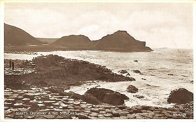 Northern Ireland Postcard Giants Causeway The Steucans F0 047