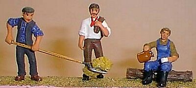 O Scale Unpainted Models Kit 3 Farm workers (coat/hay-fork & drinking) OF13