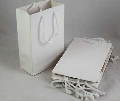 pack of 10 plain white gift bags with handles for presents or weddings party bag