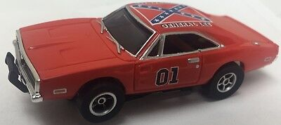 Auto World General Lee Dukes Of Hazzard 1969 Dodge Charger With Flag Slot Car