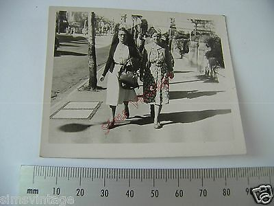 OLD Photo LOT3 1920-40s 2 Women in Street Vintage Fashion  050