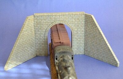 # HO06 Cut StoneTunnel Portal With Wing Walls HO Produits MP Entrée de Tunnel