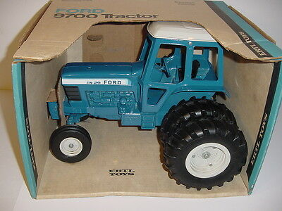 1/12 Vintage Ford TW-20 Tractor by ERTL W/Box!
