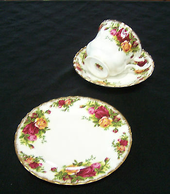 Royal Albert Bone China OLD COUNTRY ROSES Trio-Bread Plate, Cup & Saucer England