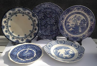 5 old blue & white plates ref17