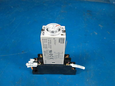 Omron H3Y-2 Timer With Base * ** *