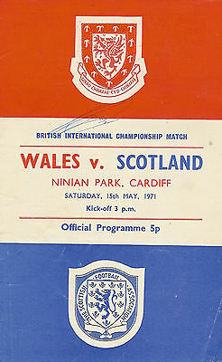 Wales v Scotland 15 May 1971 signed by 9 players FOOTBALL PROGRAMME