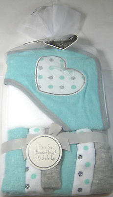L'Amour Hooded Towel & 6 Washcloth Set for Baby Girls by Babykiss 100% Polyester