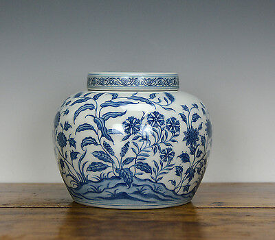 SUPERB Chinese Blue and White Flower Plant Porcelain Jar