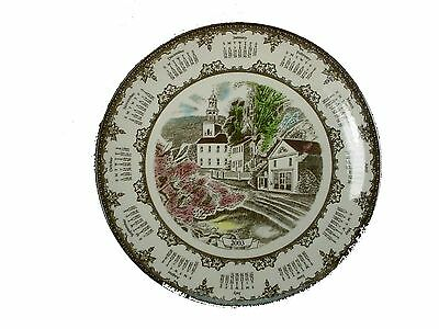 JOHNSON BROTHERS Made in England FRIENDLY VILLAGE 2003 Calendar Plate @ 8-3/4""