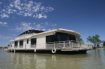 LUXURY MURRAY RIVER FAMILY or COUPLES HOUSEBOAT HOLIDAY ACCOMODATION LEISURE