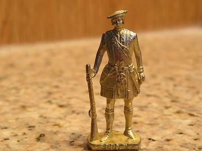"VTG SCOT 2 FIGURE #K93 n132, GOLD TONE KILT RIFLE FIGURINE KINDER 1.5"" TALL"
