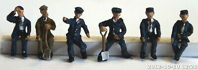 OO Scale Unpainted Model Loco driver/ fireman seated figures 6 different F119a