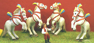 OO Scale Unpainted Models Kit Circus Liberty Horses act & trainer CIR5