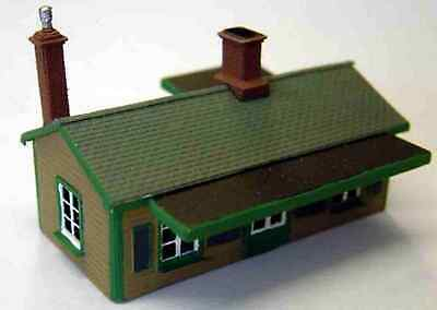 N Scale Unpainted Langley Models Kit Suburban Station building A52