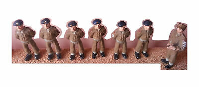 Langley Models Army personnel On Parade-At Ease OO Scale UNPAINTED Kit F170c