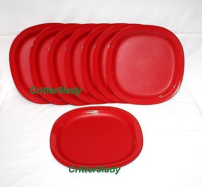 NEW Tupperware Microwave Reheatable Luncheon Dinner Plates 8 in Christmas Red