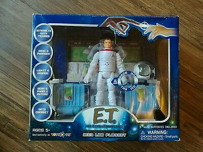 E.T Interactive collectable figures and Accessories MED LAB PLAYSET.. FREE POST