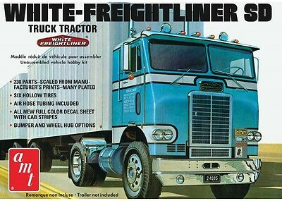AMT 1004/06 1/25 Scale White Freightliner Single Drive Tractor Plastic Model Kit