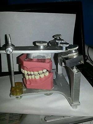 Whipmix dental articulator with technique case