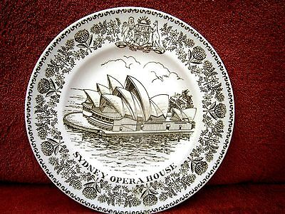 Vintage  Wood  &  Sons  Sydney Opera  House  Commemorative  Display  Plate