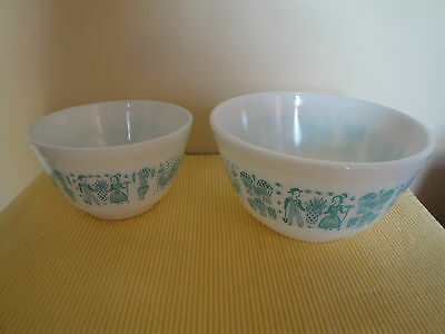 2 Vintage Amish Butter Print Pyrex Mixing Bowls Turquois