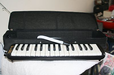 Melodica Student 32   Used Once tested working
