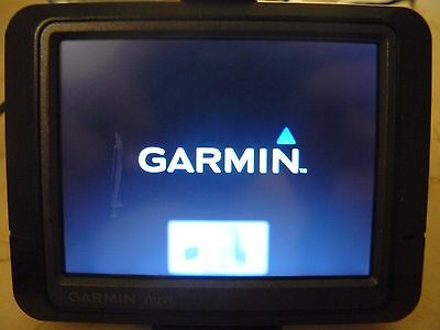 Garmin nuvi 255 Automotive GPS Receiver and USB cable