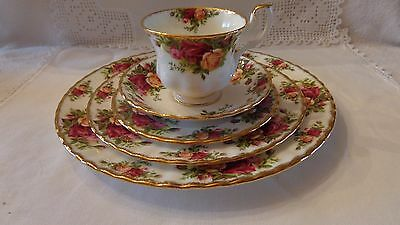 Royal Albert England 5 Piece place setting Pattern is OLD COUNTRY ROSES