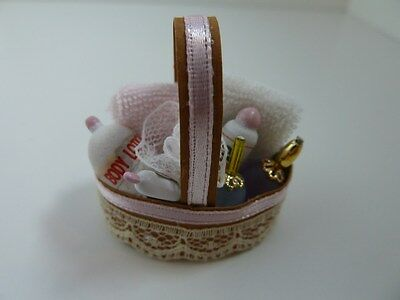 Dolls House Miniature 1:12 Scale Bathroom Filled Pink Basket (BA152)